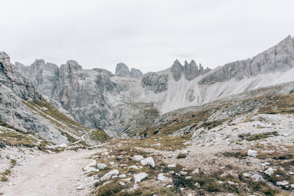 Aufstieg über das Alteinsteiner Tal zur Dreizinnenhütte
