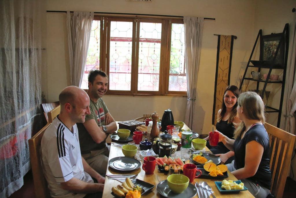 Frühstück vor der Kilimanjaro Besteigung