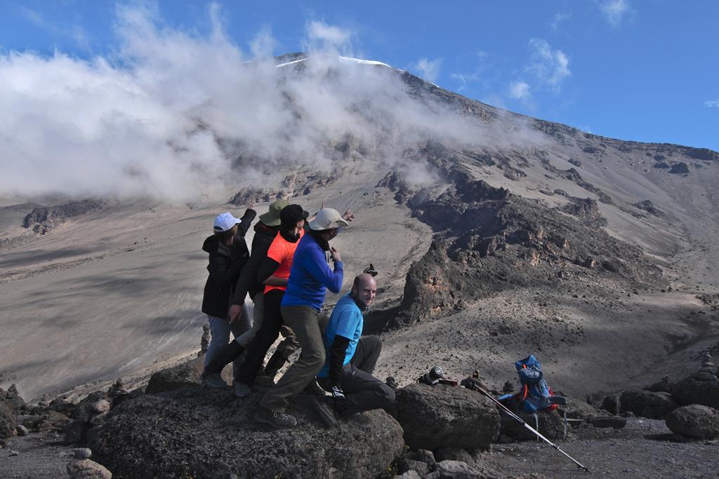 Kilimanjaro Gruppe mit Blick auf den Gipfel