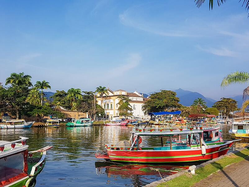 Boote im Kanal von Paraty
