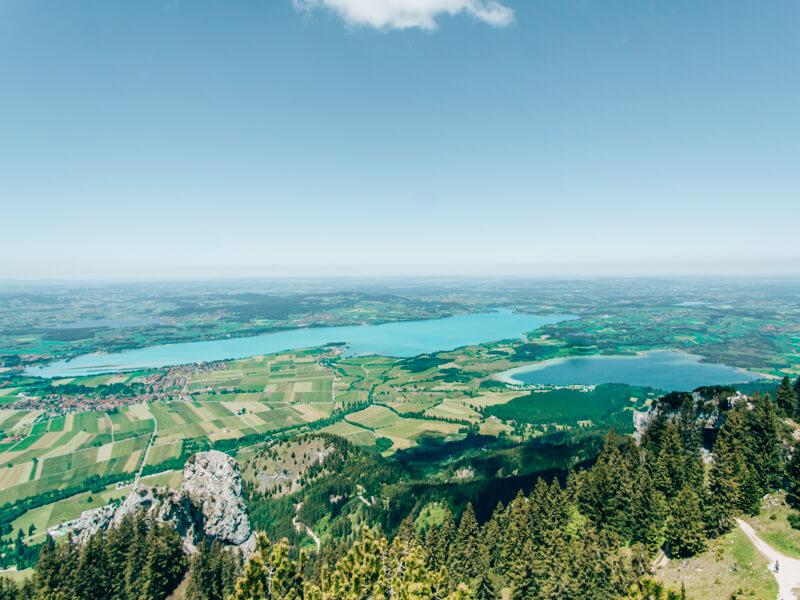 Blick vom Tegelberg auf den Forggensee und Bannwaldsee
