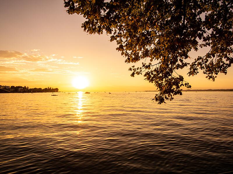 Sonnenuntergang an der Uferpromenade